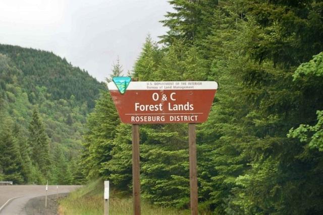 OandC-lands-sign